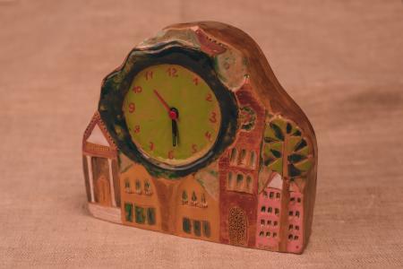 Домик с часам