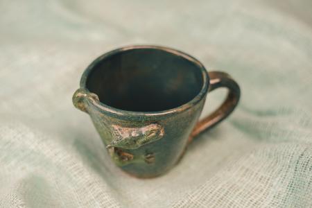 Чашка с рельефным драконом