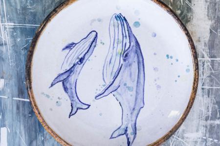 Блюдца с китами