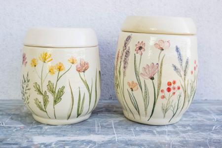 Керамические баночки с цветами